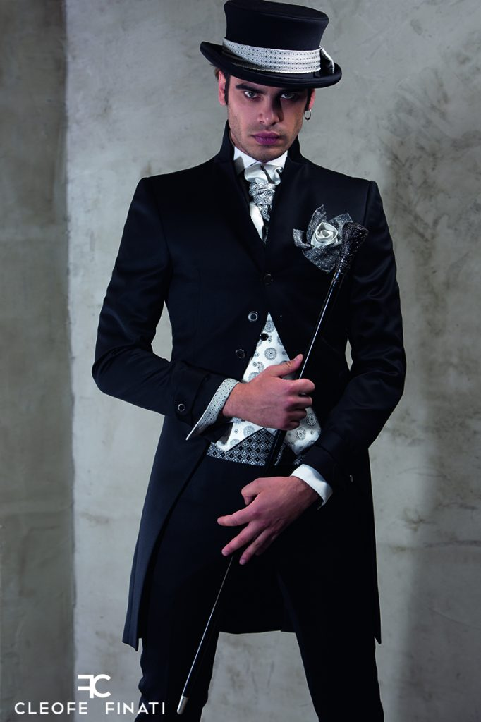 b1d5feafaed2 Let s see now the stylistic details of the tailcoat Archetipo